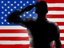 Soldado Saluting de la silueta del día de veteranos Foto de archivo libre de regalías