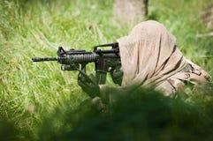 Soldado solo que defiende su tierra Fotos de archivo