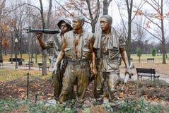 Soldado Statue dos homens da parede três de Vietname Imagens de Stock