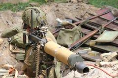 Soldado ww2 con el arma Imagen de archivo libre de regalías