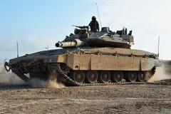Soldado y el tanque del ejército Foto de archivo libre de regalías
