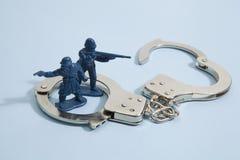Soldado y esposas Fotografía de archivo libre de regalías