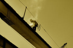 Soldador de acero de la construcción del puente Imagen de archivo libre de regalías