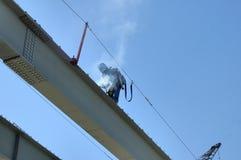 Soldador de acero de la construcción del puente Imágenes de archivo libres de regalías