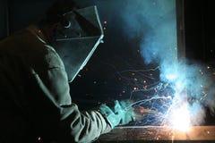 Soldador en el trabajador de construcción del trabajo Imagen de archivo