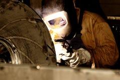 Soldador en el trabajo Foto de archivo libre de regalías
