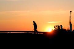 Soldador en la puesta del sol Fotos de archivo libres de regalías