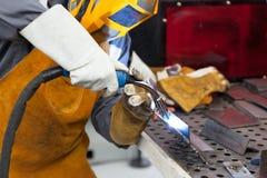 Soldador na ação welding Foto de Stock Royalty Free