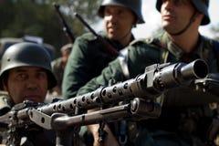 Soldados alemães com o close up da metralhadora Imagens de Stock