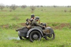 Soldados alemanes de WW2 en motorbile Imagen de archivo libre de regalías