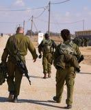 Soldados antes de um exercício Imagens de Stock Royalty Free