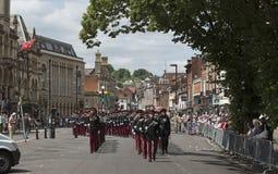 Soldados británicos que marchan en Winchester Inglaterra Reino Unido Fotos de archivo libres de regalías