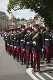 Soldados británicos que marchan en Winchester Inglaterra Reino Unido Imagen de archivo libre de regalías