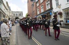 Soldados britânicos de marcha em Winchester Inglaterra Reino Unido Fotografia de Stock Royalty Free