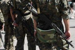 Soldados con los máquina-armas Fotografía de archivo libre de regalías