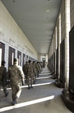 Soldados coreanos que visitan el monumento de guerra de Corea Fotografía de archivo