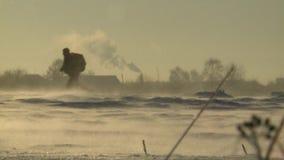 Soldados corridos no MI-8 no inverno video estoque
