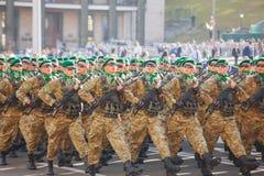Soldados da guarda fronteiriça do exército ucraniano em Kyiv, Ucrânia Imagem de Stock Royalty Free
