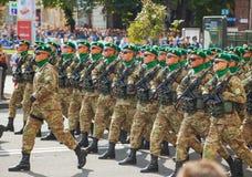 Soldados da guarda fronteiriça do exército ucraniano em Kyiv, Ucrânia Imagens de Stock