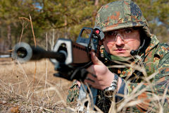 Soldados das forças especiais na floresta Imagens de Stock
