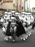 Soldados de caballería de tormenta de las Guerras de las Galaxias en desfile en Walt Disney World Florida Imagen de archivo