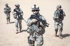 Soldados de infantería en la acción Foto de archivo