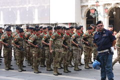 Soldados de la guardia de la infantería del mar de Italia en Venecia Imagen de archivo