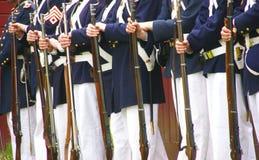 Soldados de la unión que se colocan para la revisión Fotos de archivo