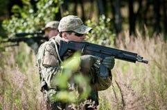 Soldados de las fuerzas especiales en patrulla Fotos de archivo