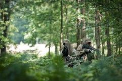 Soldados de las fuerzas especiales en patrulla Imagen de archivo libre de regalías