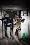 Soldados de las fuerzas especiales o equipo privado del contratista de la seguridad Foto de archivo