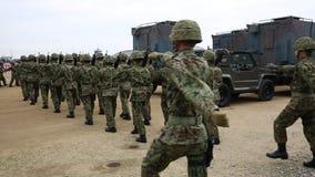 Soldados de marcha armados japonês video estoque
