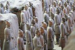 Soldados de piedra del ejército con la estatua del caballo, ejército de la terracota en Xian, China Imágenes de archivo libres de regalías