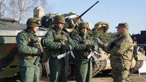 Soldados do americano e do Polnisch no Polônia Fotos de Stock Royalty Free