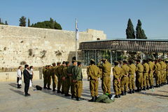 Soldados do IDF no Jerusalém da parede lamentando Foto de Stock Royalty Free