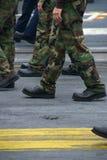 Soldados e marinheiros de marcha Imagem de Stock