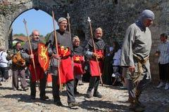 Soldados e o prisioneiro Fotografia de Stock Royalty Free