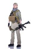 Soldados en casquillo y bufanda con un rifle Foto de archivo