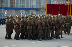 Soldados en desfile Fotografía de archivo libre de regalías