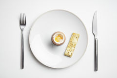 Soldados fervidos do ovo e do brinde na placa com faca e forquilha Imagem de Stock