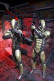 Soldados futuristas dentro de una nave espacial Imágenes de archivo libres de regalías