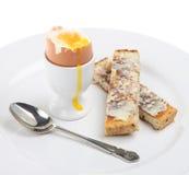 Soldados hervidos del huevo y de la tostada Imagen de archivo libre de regalías