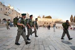 Soldados israelíes en la pared occidental Imágenes de archivo libres de regalías