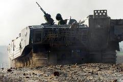 Soldados israelíes en vehículo armado Fotografía de archivo libre de regalías