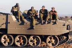 Soldados israelíes en el vehículo armado Imagen de archivo libre de regalías