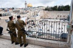 Soldados israelitas na cidade velha de Jerusalem Fotografia de Stock