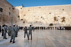 Soldados israelitas na parede ocidental fotografia de stock royalty free