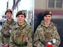Soldados jovenes del voluntario del cadete que recogen el dinero Fotografía de archivo