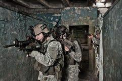 Soldados jovenes en patrulla Fotografía de archivo libre de regalías