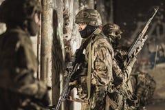 Soldados militares armados Imagen de archivo